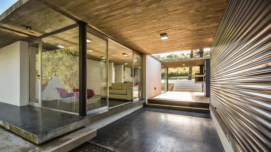 suburbanhouse2