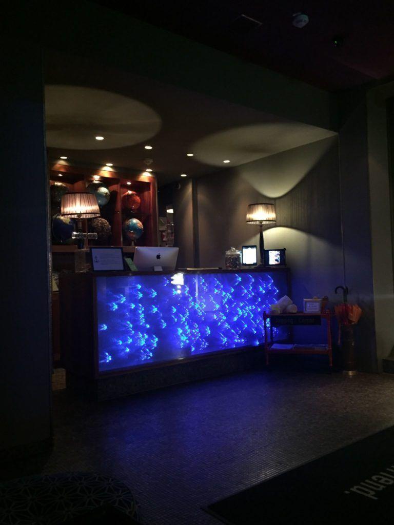 Der Tresen im 25hours Hotel