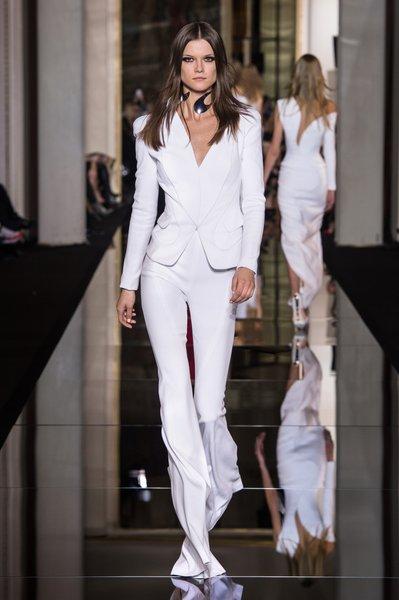 Versace is back – Schlaghosen und sexy Kleider F/S 2015