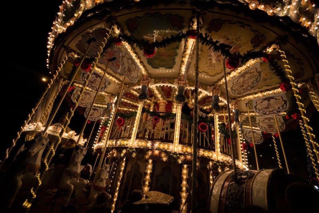 carousel-884888_1920