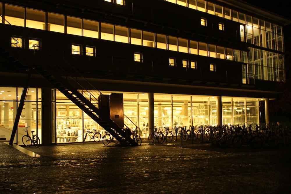 Die Staats- und Universitätsbibliothek bei Nacht