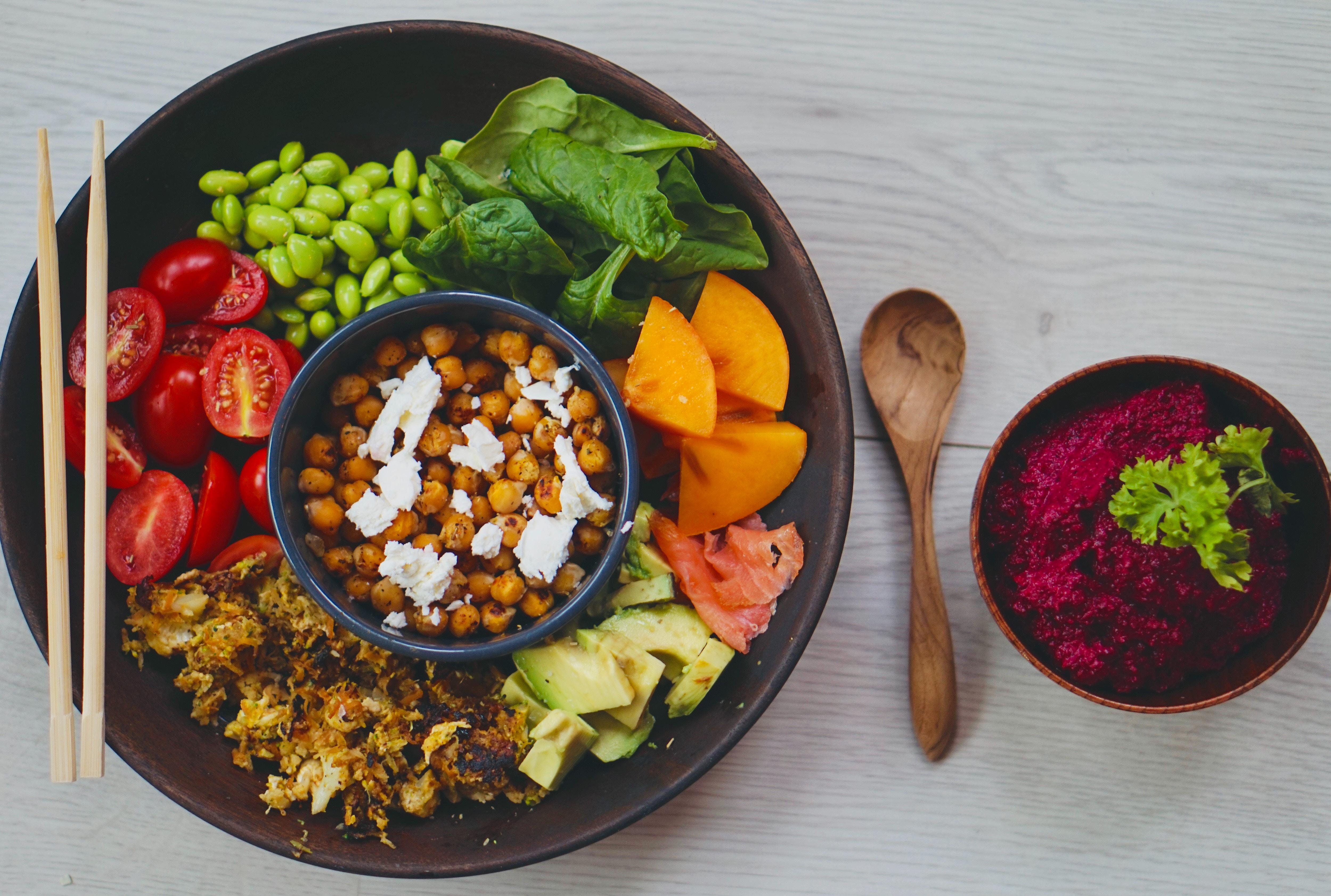Eine Bowl aus verschiedenen Gemüsesorten
