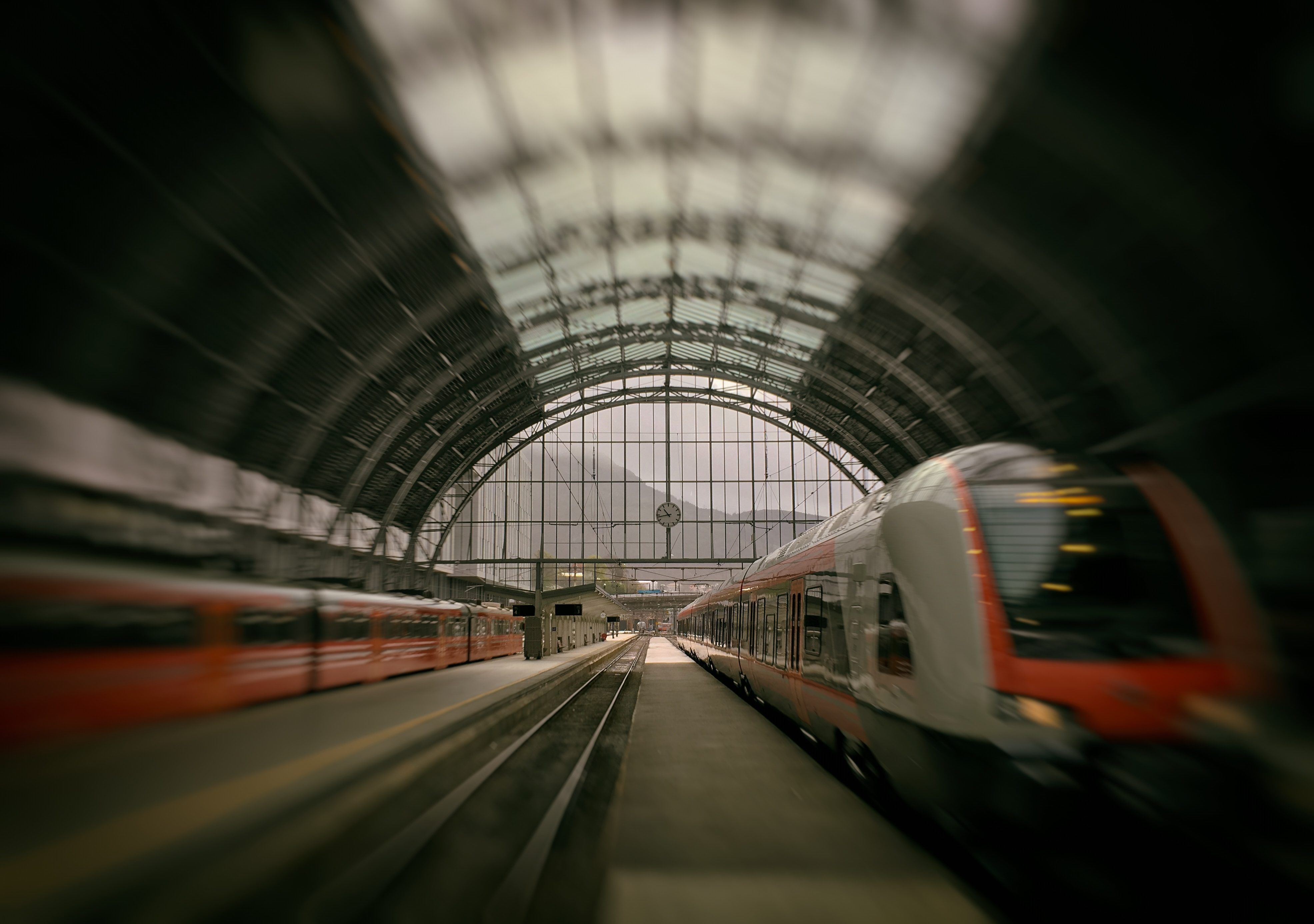 Picture of train station hall with several trains
